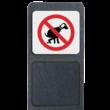 Verzwaarde bermpaal met bord 'verboden honden uit te laten'