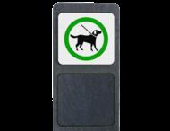Verzwaarde bermpaal met bord 'honden aan de lijn'