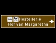 Verwijsbord toeristisch (bruin) - met 2 pictogrammen, 2 regels tekst en pijl