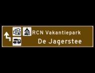 Verwijsbord toeristisch (bruin) - met 3 pictogrammen, 2 regels tekst en pijl