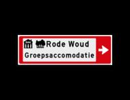 Verwijsbord KOKER Rood/wit/zwart - pijl rechts, 2 regelig met 2 pictogrammen - Klasse 3 reflecterend