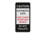 informatiebord CAUTION GATE CLOSES AUTOMATIC