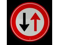 Verkeersbord RVV F05 - Tegenligger heeft voorrang