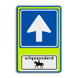Aluminium informatiebord met een dubbel omgezette rand - Aluminium informatiebord met een dubbel omgezette rand met print van tekst / pictogrammen in reflectieklasse 3 (incl. anti-graffiti laminaat). Reflecterende opdruk: Basis: Fluor geel-groen / blauwe rand (Rand: RAL 5017 - blauw) Verkeersteken: Pictogram: C03 - Eenrichtingsweg Picto onder: Pictogram: Uitgezonderd ruiter te paard.
