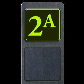 Bermpaal 1250x150x40mm met fluorescerend bordje 119x109mm - Bermpaal 1250x150x40mm met fluorescerend bordje 119x109mm met print van tekst / pictogrammen in reflectieklasse 3 (incl. anti-graffiti laminaat). Reflecterende opdruk: Basis: Zwart - Gl-Gr-Fluor (Rand: Fluor geel/groen) Tekstvlak: 2a.