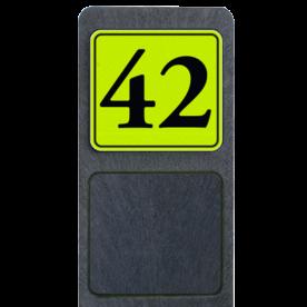 Bermpaal 1250x150x40mm met fluorescerend bordje 119x109mm - Bermpaal 1250x150x40mm met fluorescerend bordje 119x109mm met print van tekst / pictogrammen in reflectieklasse 3 (incl. anti-graffiti laminaat). Reflecterende opdruk: Basis: Geel-groen-Fluor met zwart (Rand: RAL 9017 - zwart) Tekstvlak: 42.