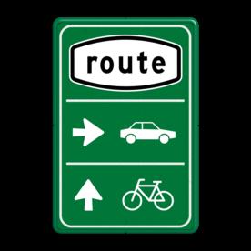 Aluminium informatiebord met een dubbel omgezette rand - Aluminium informatiebord met een dubbel omgezette rand met print van tekst / pictogrammen in reflectieklasse 3 (incl. anti-graffiti laminaat). Reflecterende opdruk: Basis: Groen (Rand: RAL 6024 - groen) Routepicto: Pictogram: Route Pijl 1: Pictogram: Pijl rechts Picto 1: Pictogram: Auto (gespiegeld) Pijl 2: Pictogram: Pijl rechtdoor Picto 2: Pictogram: Fiets (standaard).