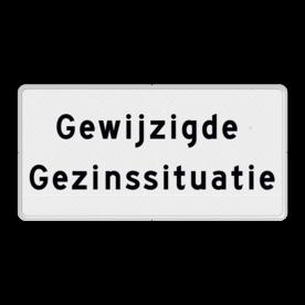 Aluminium informatiebord met een dubbel omgezette rand - Reflecterende opdruk: Aluminium informatiebord met een dubbel omgezette rand met print van tekst / pictogrammen in reflectieklasse 3 (incl. anti-graffiti laminaat). Basis: Wit / witte rand (Rand: RAL 9016 - wit) Tekstvlak: Gewijzigde Gezinssituatie. - Product eigenschappen: Ontwerpcode: 37a312Afmetingen: 400x200mmReflecterend: Klasse 3 [ maximaal ]Uitvoering: Dubbel omgezette randIncl. anti-graffiti laminaat