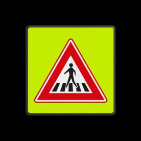 Aluminium informatiebord met een dubbel omgezette rand - Aluminium informatiebord met een dubbel omgezette rand met print van tekst / pictogrammen in reflectieklasse 3 (incl. anti-graffiti laminaat). Reflecterende opdruk: Basis: Fluor geel-groen / zwarte rand (Rand: RAL 9017 - zwart) Picto: Pictogram: J22.