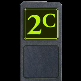 Bermpaal 1250x150x40mm met fluorescerend bordje 119x109mm - Bermpaal 1250x150x40mm met fluorescerend bordje 119x109mm met print van tekst / pictogrammen in reflectieklasse 3 (incl. anti-graffiti laminaat). Reflecterende opdruk: Basis: Zwart - Gl-Gr-Fluor (Rand: Fluor geel/groen) Tekstvlak: 2c.