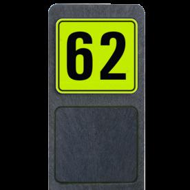 Bermpaal 1250x150x40mm met fluorescerend bordje 119x109mm - Bermpaal 1250x150x40mm met fluorescerend bordje 119x109mm met print van tekst / pictogrammen in reflectieklasse 3 (incl. anti-graffiti laminaat). Reflecterende opdruk: Basis: Geel-groen-Fluor met zwart (Rand: RAL 9017 - zwart) Tekstvlak: 62.