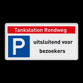 Veiligheidsbord met dubbel omgezette rand - Veiligheidsbord met dubbel omgezette rand met print van tekst / pictogrammen in reflectieklasse 3 (incl. anti-graffiti laminaat). Reflecterende opdruk: Basis: Wit (Rand: RAL 9016 - wit) Banner: Pictogram: Eigen tekst invoeren (Breed lettertype): Tankstation Rondweg Picto: Pictogram: E04 - Parkeren toegestaan Tekstvlak: uitsluitend voor bezoekers.