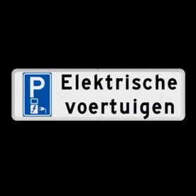 Aluminium informatiebord met een dubbel omgezette rand - Reflecterende opdruk: Aluminium informatiebord met een dubbel omgezette rand met print van tekst / pictogrammen in reflectieklasse 3 (incl. anti-graffiti laminaat). Basis: Wit / witte rand (Rand: RAL 9016 - wit) Picto: Pictogram: E08o - oplaadpunt Tekstvlak: Elektrische voertuigen. - Product eigenschappen: Ontwerpcode: a92988Afmetingen: 500x150mmReflecterend: Klasse 3 [ maximaal ]Uitvoering: Dubbel omgezette randIncl. anti-graffiti laminaat