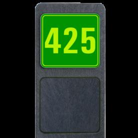 Bermpaal 1250x150x40mm met fluorescerend bordje 119x109mm - Bermpaal 1250x150x40mm met fluorescerend bordje 119x109mm met print van tekst / pictogrammen in reflectieklasse 3 (incl. anti-graffiti laminaat). Reflecterende opdruk: Basis: Groen - Gl-Gr-Fluor (Rand: Fluor geel/groen) Tekstvlak: 425.