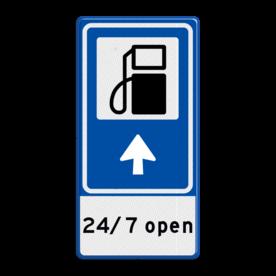 Aluminium informatiebord met een dubbel omgezette rand - Aluminium informatiebord met een dubbel omgezette rand met print van tekst / pictogrammen in reflectieklasse 3 (incl. anti-graffiti laminaat). Reflecterende opdruk: Basis: Blauw (Rand: RAL 5017 - blauw) Picto boven: Pictogram: Tankstation Picto midden: Pictogram: Pijl rechtdoor Tekstvlak: 24/ 7 open.