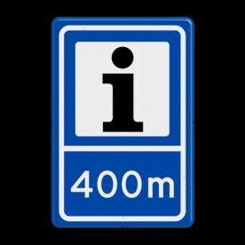 Aluminium informatiebord met een dubbel omgezette rand - Aluminium informatiebord met een dubbel omgezette rand met print van tekst / pictogrammen in reflectieklasse 3 (incl. anti-graffiti laminaat). Reflecterende opdruk: Basis: Blauw (Rand: RAL 5017 - blauw) Picto bovenin: Pictogram: Informatiecentrum streep: Pictogram: Scheidingsstreep Tekstvlak: 400m.