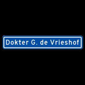 Aluminium straatnaambord met een dubbel omgezette rand - Aluminium straatnaambord met een dubbel omgezette rand met print van tekst / pictogrammen in reflectieklasse 3 (incl. anti-graffiti laminaat). Reflecterende opdruk: Basis: Blauw (Rand: RAL 5017 - blauw) Tekstvlak: Dokter G. de Vrieshof.