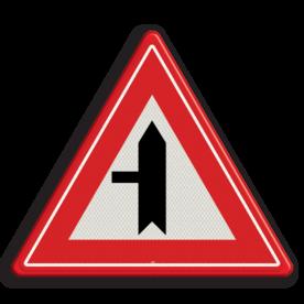 Verkeersbord U nadert een voorrangskruispunt met een weg van links, u heeft voorrang Verkeersbord RVV B04 - Voorrangskruispunt weg van links B04 voorrangskruising, kruising, driehoekbord, pas op, let op, B4