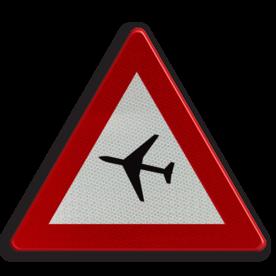 Verkeersbord A35: Overtocht van vliegtuigen op geringe hoogte. Verkeersbord België A35 - Overtocht van vliegtuigen A35 pas op, let op, laagvliegend, vliegtuig , J30
