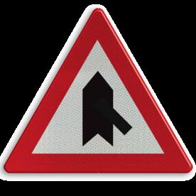 Verkeersbord B15g: Voorrang. De horizontale streep van het symbool mag worden gewijzigd om duidelijker plaatsgesteldheid weer te geven. Verkeersbord België B15g - Voorrang verlenen. B15g B07, Kruising, B6