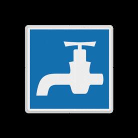 Scheepvaartbord Drinkwater voor schepen. Ter plaatse van het bord bevindt zich een drinkwaterpunt voor de scheepvaart. Scheepvaartbord BPR E.13 - Drinkwater voor schepen E.13 water, schip, E13, aanwijzingstekens, aanwijzingsborden, waterweg, waterwegen, scheepvaarttekens, verkeerstekens,