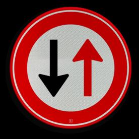 Verkeersbord Verbod voor bestuurders door te gaan bij nadering van verkeer uit tegengestelde richting Verkeersbord RVV F05 - Tegenligger heeft voorrang F05 Wegversperring, tegeovergestelde richting, voorrang, F5
