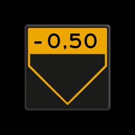 Scheepvaartbord Aanduiding onderhoogte. Gezien het mogelijke gevaar bij verkeerd aflezen, bijvoorbeeld verwarring met het overhoogteteken, is toepassing van het onderhoogtetegken af te raden. Scheepvaartbord BPR G. 5.1c - Aanduiding onderhoogte geel/zwart G. 5.1c water, brug, hoogte, waterweg, waterwegen, scheepvaarttekens, verkeerstekens,