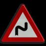Verkeersbord A01d - Dubbele bocht of meer dan twee bochten, de eerste naar rechts