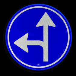 Verkeersbord Gebod tot het volgen van de rijrichting of één van de rijrichtingen die op het bord zijn aangegeven Verkeersbord RVV D06l - Verplichte rijrichting rechtdoor of linksaf D06l pijlbord links, twee pijlen, rond blauw bord, bord met pijlen, D6, D6l, verplichte rijrichting, volgen