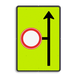 Verkeersbord Eerstvolgende zijstraat is gesloten voor alle verkeer Verkeersbord RVV L09-C01 - Volgende zijstraat is gesloten voor verkeer - fluor achtergrond