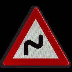 Verkeersbord A1d: Dubbele bocht of meer dan twee bochten, de eerste naar rechts. Verkeersbord België A1d - Dubbele bocht rechts A1d pas op, let op, dubbele bocht, twee, zig-zag, zig zag, RVV J04