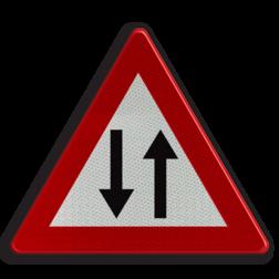 Verkeersbord A39: Verkeer toegelaten in twee richtingen na een gedeelte van de rijbaan met eenrichtingsverkeer. Verkeersbord België A39 - Verkeer toegelaten in twee richtingen A39 pas op, let op, richting, twee, J29