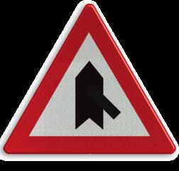 Verkeersbord B15g: Voorrang. De horizontale streep van het symbool mag worden gewijzigd om duidelijker plaatsgesteldheid weer te geven Verkeersbord België B15g - Voorrang verlenen B15g B07, Kruising, B6