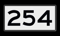 Scheepvaartbord Kilometeraanduiding Een kilometerbord moet uitgevoerd worden als wit bord met zwarte cijfers. De toe te passen cijfersoort is conform het Rijkswaterstaatsalfabet. De borden moeten evenwijdig aan de as van de vaarweg worden opgesteld. De kilometrering loopt van bron naar zee of van hoog naar laag kanaalpand. Scheepvaartbord BPR H. 1a - Kilometeraanduiding H1a, KM-bord, overige tekens, overige aanduidingen, waterweg, waterwegen, scheepvaarttekens, verkeerstekens