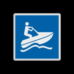 Scheepvaartbord Waterscooter toegestaan. In Nederland zijn snelle motorboten en daarmee waterscooters verboden, tenzij nadrukkelijk toegestaan. In het laatste geval wordt het vaarweggedeelte, waar waterscooters zijn toegestaan ter weerszijden van het vaarwater aangegeven met teken E.24. Scheepvaartbord BPR E.24 - Waterscooter toegestaan E.24 watersport, water, E24, Scooter, aanwijzingstekens, aanwijzingsborden, waterweg, waterwegen, scheepvaarttekens, verkeerstekens,