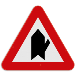 Verkeersbord B15e: Dit verkeersbord wordt geplaatst in de onmiddellijke omgeving van de plaats waar de bestuurder voorrang krijgt. De diagonale streep duid de kruisende zijweg aan die jouw voorrang moeten verlenen. In dit geval de zijstraat die van rechts boven komt. Verkeersbord SB250 B15e - Voorrang op kruisende zijweg B15e
