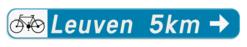 Verkeersbord F34b1: Bewegwijzeringsbord voor de aanbevolen reisweg voor bepaalde categorieën van weggebruikers. Het verkeersbord wordt aangevuld met de symbolen van een fietser, ruiter of voetganger . De afstand in km kan op de wegwijzer aangeduid zijn. Verkeersbord SB250 F34b1 -Aanbevolen reisweg voor bepaalde weggebruikers - rechts + picto F34b1