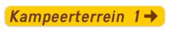 Verkeersbord F37: Bewegwijzeringsbord voor inrichtingen en etablissementen zoals bijvoorbeeld jeugdherberg, B&B, hotel, kampeer- en caravanterrein, restaurant en vakantiedorp. Verkeersbord SB250 F37 - Wegwijzer naar hotels, campings, restaurant - rechts F37