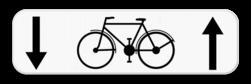 Verkeersbord M4: Dit onderbord geeft aan dat fietsers een uitzondering hebben en in 2 richtingen op de weg mogen rijden. Verkeersbord SB250 M4 - Fietsers mogen in 2 richtingen M4