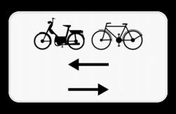 Verkeersbord M10: Dit onderbord geeft aan dat fietsers en bestuurders van tweewielige bromfietsen in de twee rijrichtingen rijden op de dwarslopende openbare weg die men gaat oprijden. Verkeersbord SB250 M10 - Fietsers en bromfietser in twee richtingen op de dwarslopende weg die je gaat oprijden M10