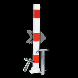 Parkeerpaal 70x70mm rood wit - neerklapbaar met grondstuk driekant, sleutel, brandweerpaal, anti-parkeerpaal, parkeren, rood-witte paal, verboden te parkeren, parkeerbeugel, klappaal, klap paal, trottoirpaal, geen parkeerplaats, niet parkeren
