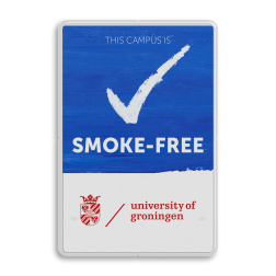 Smoke-Free Campus - Informatiebord - Engelstalig + logo Niet roken, schoolplein