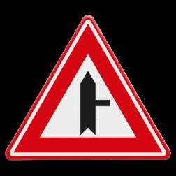 Verkeersbord Je nadert een voorrangskruispunt met een weg van rechts, je hebt voorrang Verkeersbord RVV B05 - Voorrangskruispunt weg van rechts B05 voorrangskruising, kruising, driehoekbord, pas op, let op, B5, voorrang, voorrangskruispunt, kruispunt
