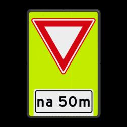 Verkeersbord U nadert een voorrangsweg, verleen voorrang aan de bestuurders op de kruisende weg Verkeersbord RVV B06- OB401- Voorrangsweg - FLUOR - afstandsaanduiding B06OB401 voorrang kruising, kruispunt