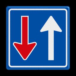 Verkeersbord Bestuurders uit tegengestelde richting moeten het verkeer, dat van deze richting nadert, door laten gaan Verkeersbord RVV F06 - Tegenligger moet wachten F06