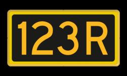 Seinnummerbord Aanduiding van het nummer van een herhalingssein Nr. 272 of 273 dat is gekoppeld aan een lichtsein met hetzelfde nummer. Seinnummerbord herhalingssein - RS - 400x200mm - Reflecterend RS SR