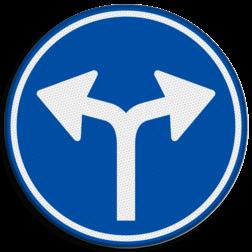 Verkeersbord Gebod tot het volgen van de rijrichting of één van de rijrichtingen die op het bord zijn aangegeven Verkeersbord RVV D07 - Verplichte rijrichting links of rechtsaf D07