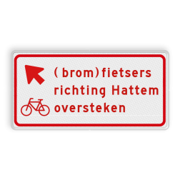 Verkeersbord (brom)fietsers moeten hier schuin links oversteken voor de richting naar de genoemde plaats. Verkeersbord RVV BW09lb - (brom)fietsers richting plaats oversteken BW09lb
