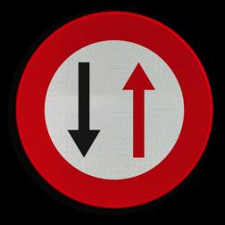 Verkeersbord B19: Smalle doorgang, gebod doorgang te verlenen aan de bestuurders die uit de tegenovergestelde richting komen Verkeersbord België B19 - Smalle doorgang B19 weg versmalling