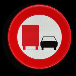 Verkeersbord C39: Vanaf het verkeersbord tot het volgend kruispunt, verbod voor bestuurders van voertuigen of slepen gebruikt voor het vervoer van zaken, waarvan de maximale toegelaten massa meer dan 3500 kg bedraagt, een gespan of een voertuig met meer dan twee wielen links in te halen Verkeersbord België C39 - Verbod voertuigen met toegelaten massa > 3500 kg in te halen C39 verbodsbord, F03, verboden voor vrachtwagens,